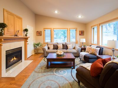 Photo for 4BR Professionally Decorated Mountain Retreat, Private Hot Tub, Home Theatre