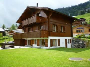 Superb Four Bedroom Traditional Chalet Within A Five Minute Walk Of Ski Lifts