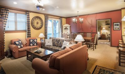 Luxury Condo 3BR/2bth With Ice Skating Pond, Heated Pool, Walk To Lift & Village