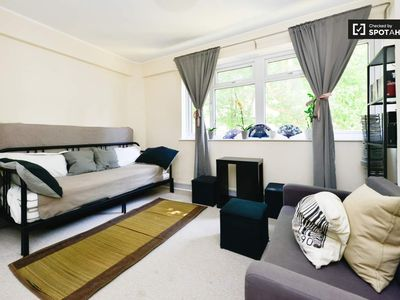 Photo for Quiet, urban studio flat in the heart of Bermondsey/Tower Bridge zone 1/2