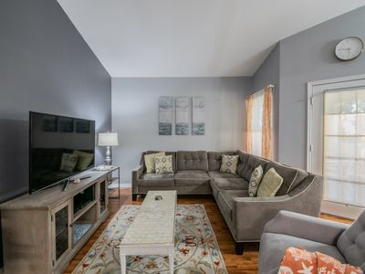 CHARMING CONDO MINUTES FROM GORGEOUS BEACHES AND LOTS OF FAMILY ATTRACTIONS!!!