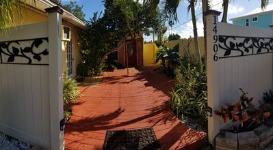 Photo for Cute cottage in Madeira Beach - walk to beach
