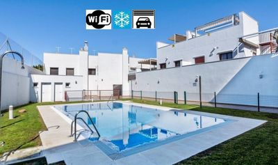 Photo for Central with pool, garage, WIFI, air and barbecue