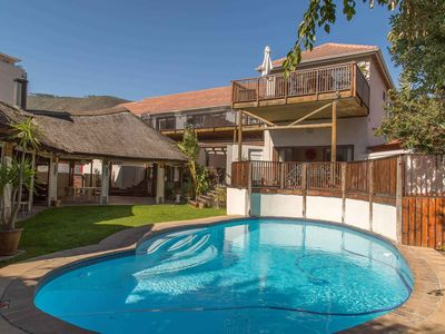 Photo for Studio apartment in Sea Point with pool, garden, BBQ, parking, gym
