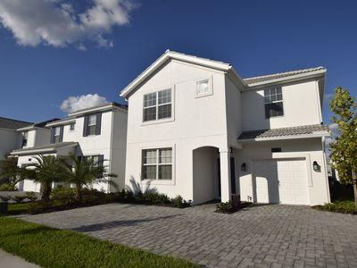 Photo for Beautiful 6bed 5 bath. Close to Disney and shops. Large Home