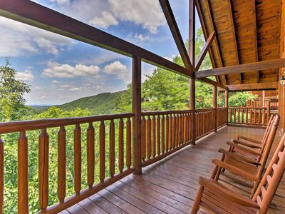 Photo for Pigeon Forge Home w/ Hot Tub -10 Mins to Pkwy!