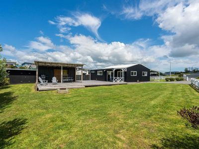 Black Pearl Barn - Spacious, contemporary and well-styled cottage with container bedroom
