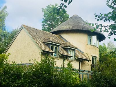 Photo for Riverbank House, Cotswolds (w/ pool access)