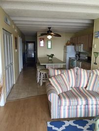 Look no  more -perfect mid-town location -steps to the beach w/pool and elevator