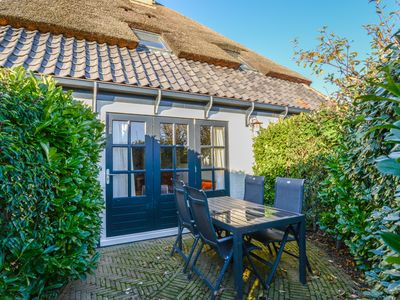 Photo for Daalder - 4-persons Lodge in a luxurious, thatched farmhouse.