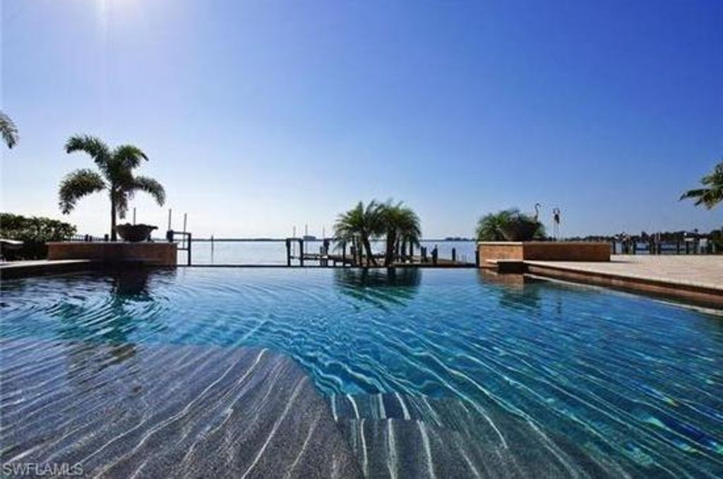 direct river views infinity pool fall 201 homeaway. Black Bedroom Furniture Sets. Home Design Ideas