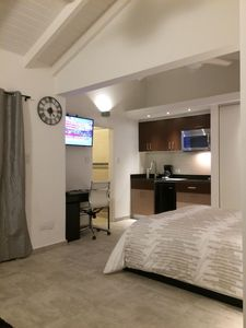 Newly renovated, full Studio Appartment, in Top Location walking distance