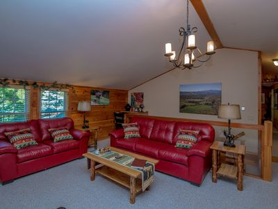 Photo for Tastefully furnished, Warm and Inviting Cabin