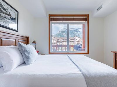 Photo for Peaceful private top floor paradise with stunning mountain views