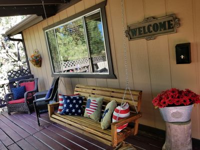 Black Bear Lodge - Cozy and Modern Cabin in Quiet Munds Park Neighborhood