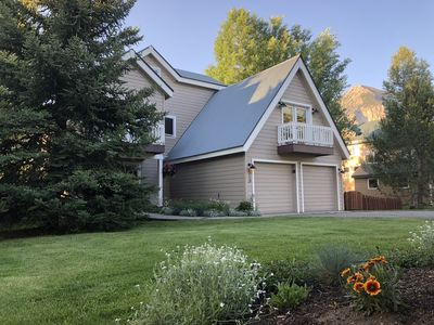 Outdoor view with Crested Butte Mountain