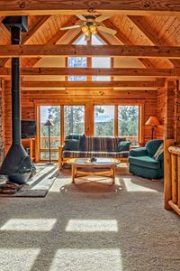 Cozy Bear Cabin in the Woods with Large Deck, Nestled in a Quiet Neighborhood