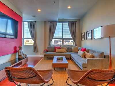 Unique 3 BR/3 BA in Chinatown | Convention Center | Free Parking