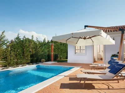 Photo for Wonderful villa Celeste with pool, garden and grill, nearby sea