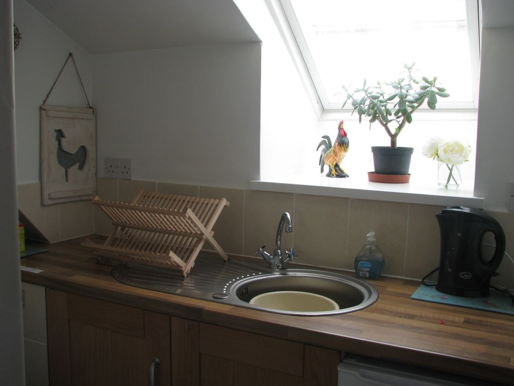Top Floor High St Apartment Broadhempston Devon