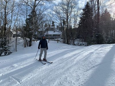 RB21: Newly and completely renovated Bretton Woods condo in unbeatable SKI-IN SKI-OUT location. Fireplace, WiFi, AC, Free Shuttle, and DISCOUNTED SKI TICKETS!