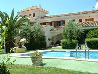 Photo for Delightful air conditioned traditional house with shared pool in mature gardens