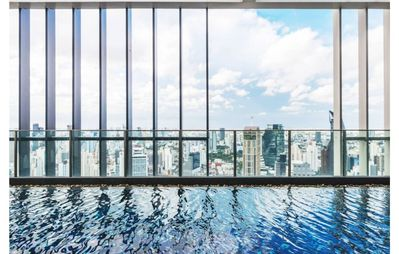 Photo for Yoga Style- Sky Pool/WIFI/Kitchen, Just a few minute to Skytrain