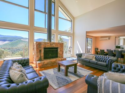 Photo for Kangaroo Lodge : Grand luxury with a view