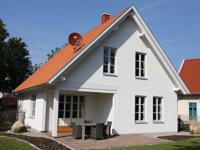 "Photo for Excl. Holiday house ""Seegarten"" near the beach with sauna, fireplace, free Wi-Fi"