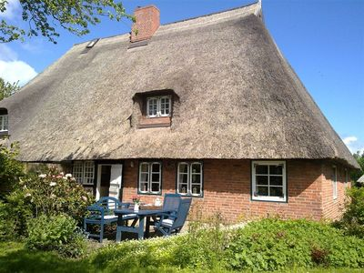 Photo for Beautiful thatched roof, high quality furnishings, antiques, oven, garden