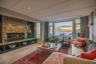 Cosy Living Room with Gas Fireplace