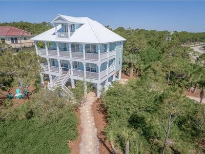 "Photo for Ready now - No storm issues! 2018 remodeled Plantation retreat! Gorgeous views, easy beach access, Beach Gear, WiFi 4BR/3BA ""Second Wind"""