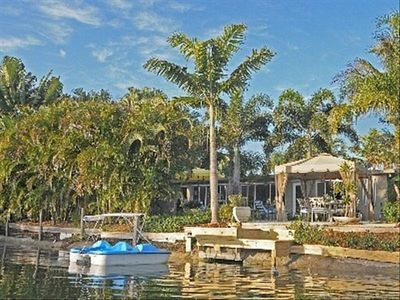 Lake, Palms, Paddle Boats, Jacuzzi, Hammock, Dining, Grill!!