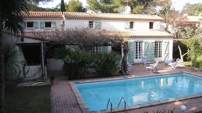 Photo for Beautiful villa with pool in Alpilles