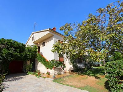 Photo for Apartment with 3 bedrooms, air conditioning, WiFi, garden, parking - your pet is also welcome