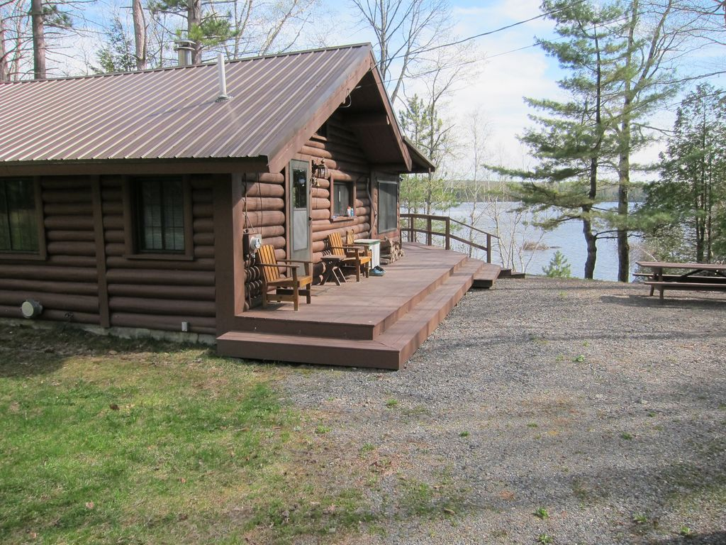 Secluded waterfront log cabin monson maine highlands for Log cabin portici e ponti