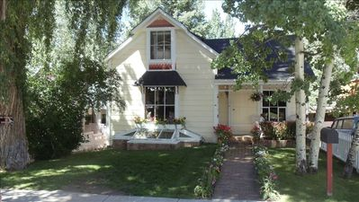 Photo for Charming Aspen Central Victorian; 4 Bedrooms, Walk to Gondola