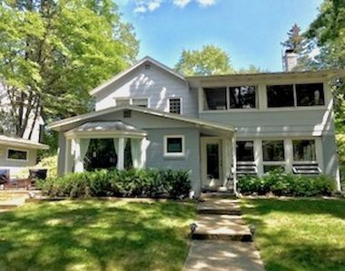 LARGE FAMILY COTTAGE-STEPS TO LAKE MICHIGAN - Grand Beach