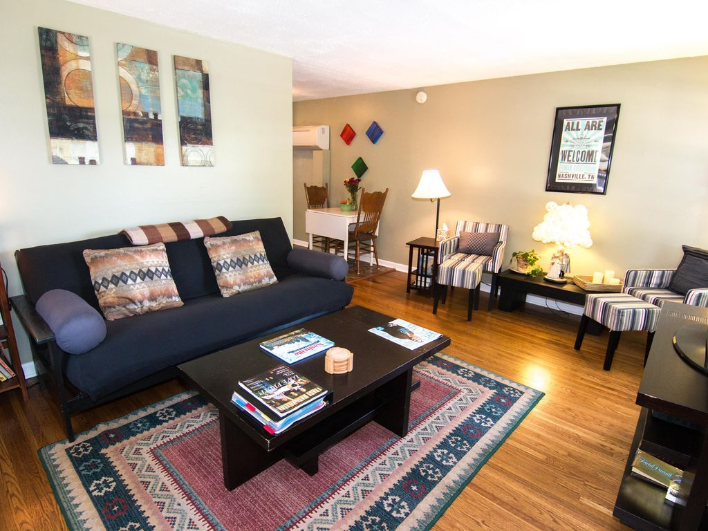 How to clean your living room in 5 minutes - Living Room With Comfy Full Sized Futon And Reading Nook