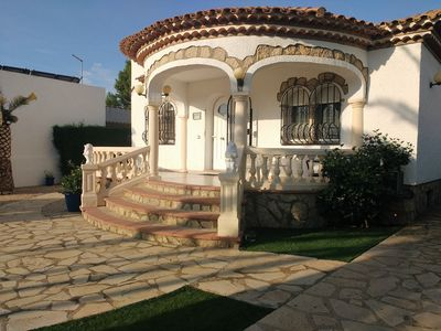Photo for Detached villa for 6/7 people, 1200m from the beach, private pool
