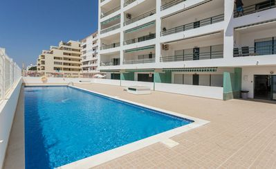 Photo for Excellent 2 bedroom apartment in Albufeira, Algarve with pool by the beach