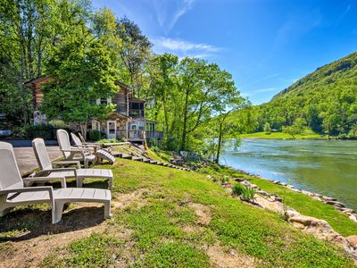 Tenn River Cabin w/Hot Tub - 10 Mi to Chattanooga!