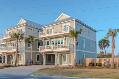 Bare Feet is a 6 bedroom, 6.5 bathroom home that sleeps 20 guests.