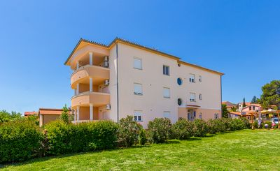 Photo for Great apartment with bedroom, bathroom, kitchen, balcony, barbecue, air conditioning, Wi-Fi - only 800 meters to the sandy beach