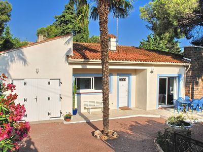 Photo for Detached house with fenced garden, 80 meters walk from the sea