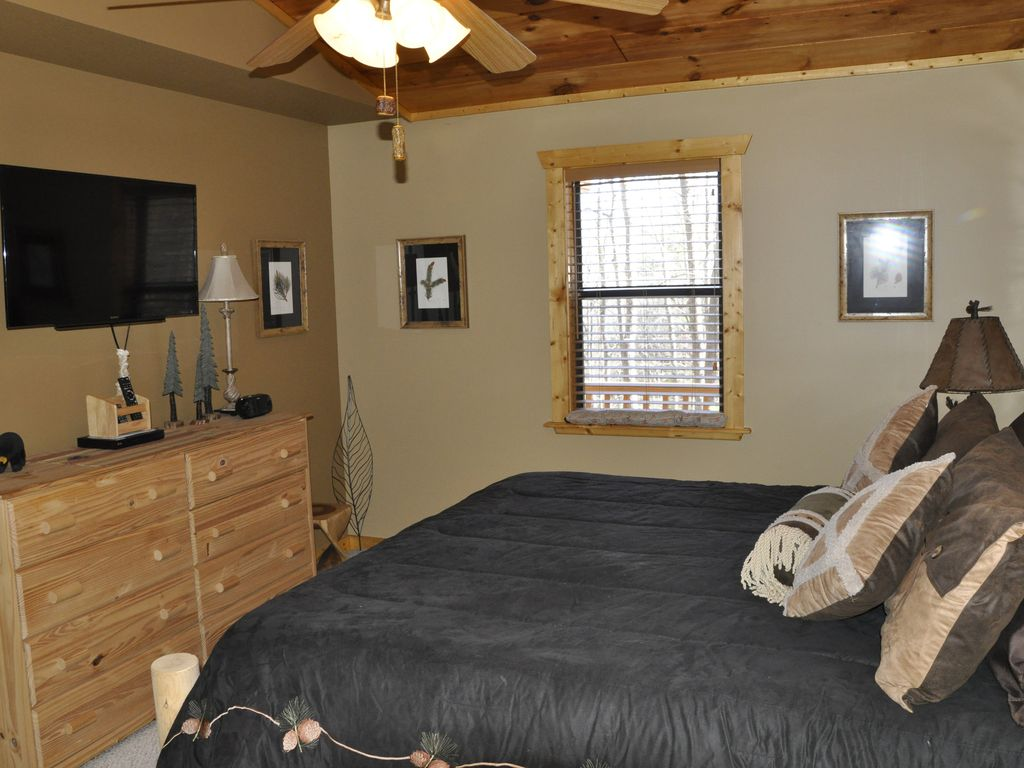 Beautiful 2 Bedroom Cabin With Hot Tub And Private Location Close To Helen Hiawassee North