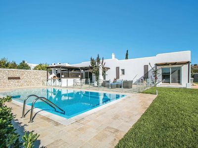 Photo for Gated pool,hot tub, lawns with barbecue, double fronted fridge, sink and bread oven for serious al fresco living. 5 minutes drive to two beaches with beachside restaurants. 1 double, 1 twin and 2 sets of bunk beds, one storey villa - perfect for young families!
