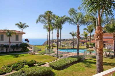 Fantastic resort like grounds with spectacular views of the ocean!