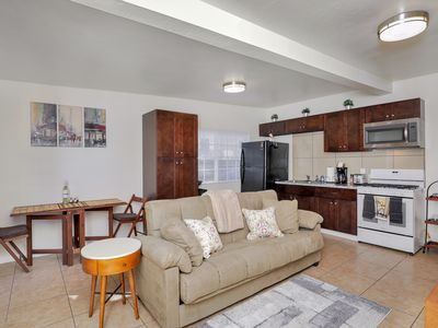 Photo for Cute 2 Bedroom Home Close to Downtown