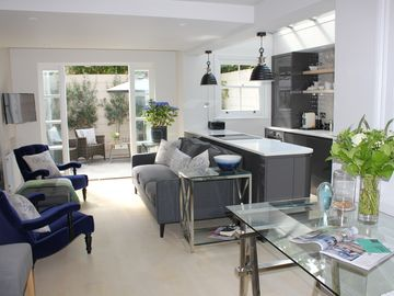 Beautiful Chelsea Pied-À-Terre With Garden Terrace, Free Fast WiFi and Air Con